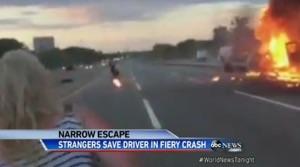 ハイウェイでトラック炎上。ギリギリの救出劇!